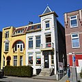 Colourfull houses at Amsterdamseweg Arnhem in the springsunshine. The white house is called Allio, a all-day childcare home - panoramio.jpg