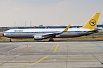 Condor, D-ABUM, Boeing 767-31B ER (44339370112).jpg