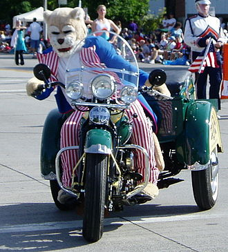 Cosmo the Cougar - Cosmo at the 2006 Fourth of July parade in Provo