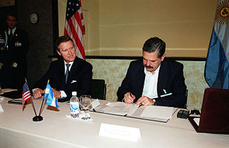 Fernando de la Rúa - William Cohen, secretary of defense of the United States, and Ricardo Lopez Murphy, Minister of Defense of Argentina at the time.