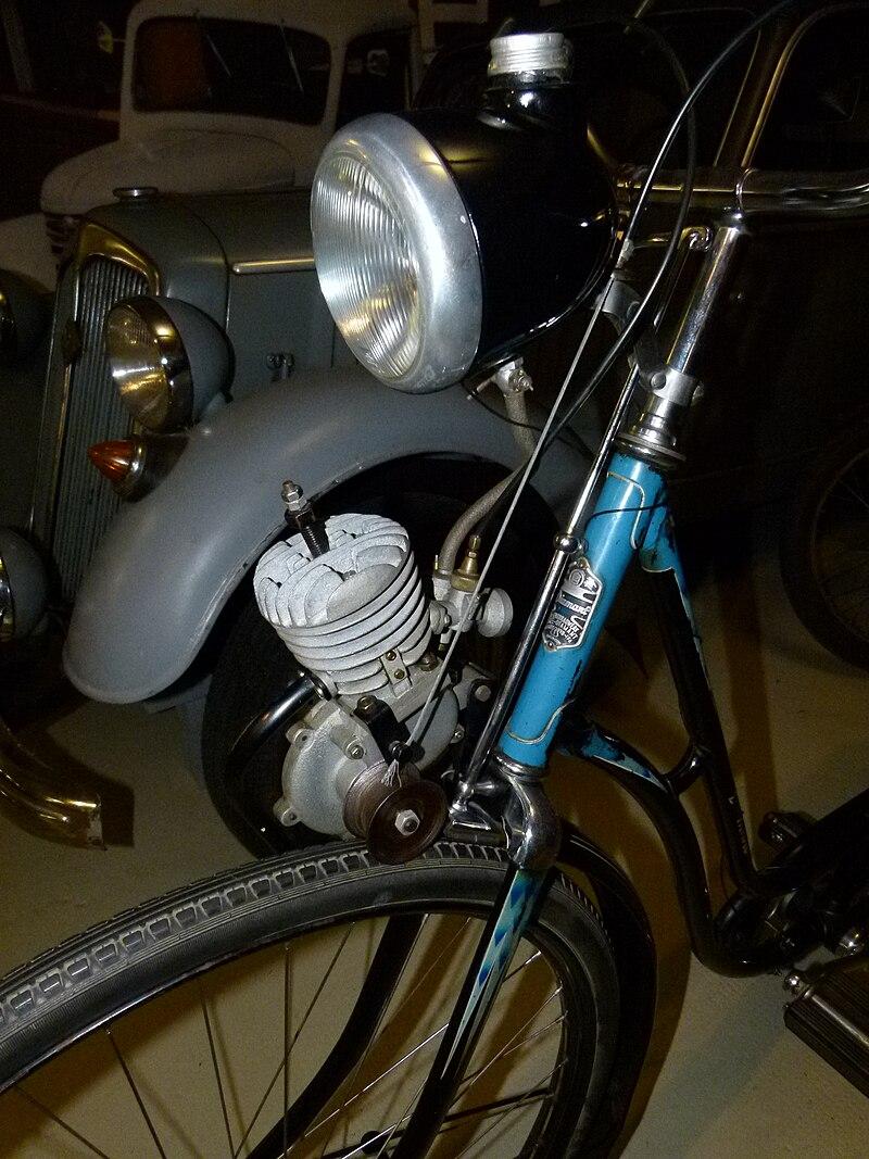 Zweirad mit Frontantrieb 800px-Diamantfahrrad_mit_Reibrollenantrieb_im_Fahrzeugmuseum_Chemnitz_1