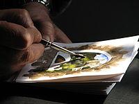 Dolceacqua43 - Artista locale mentre dipinge un acquarello.jpg