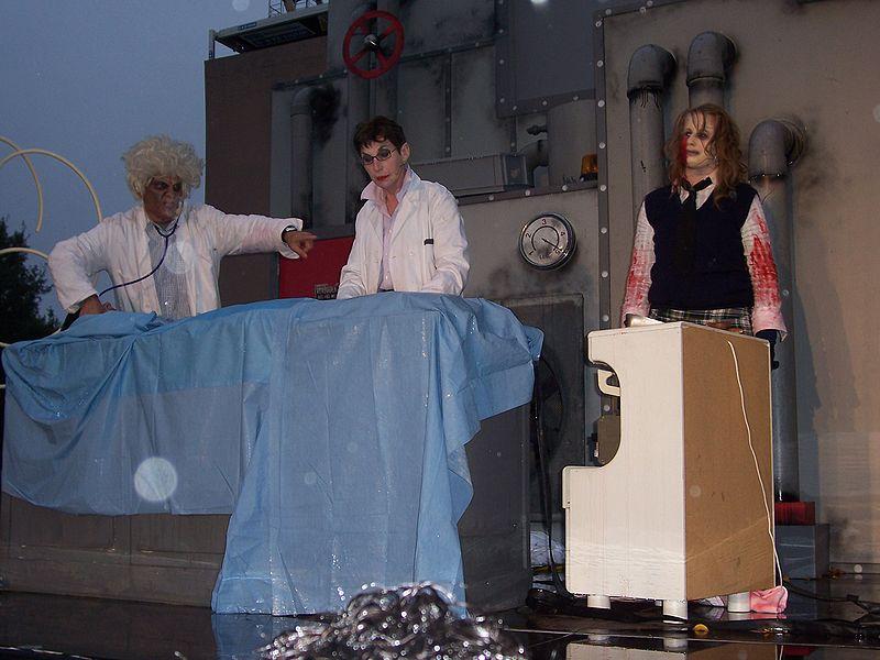 File:Dr. Shock, Helga and Cindy.jpg