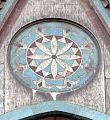 Duomo di firenze, medaglioni intarsiati in marmi nei timpani delle finestre sui fianchi 09,1.jpg