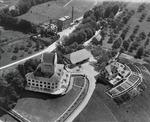 ETH-BIB-Uster, Schloss Uster und Wirtschaft mit Gemüsegarten-Inlandflüge-LBS MH01-001884.tif