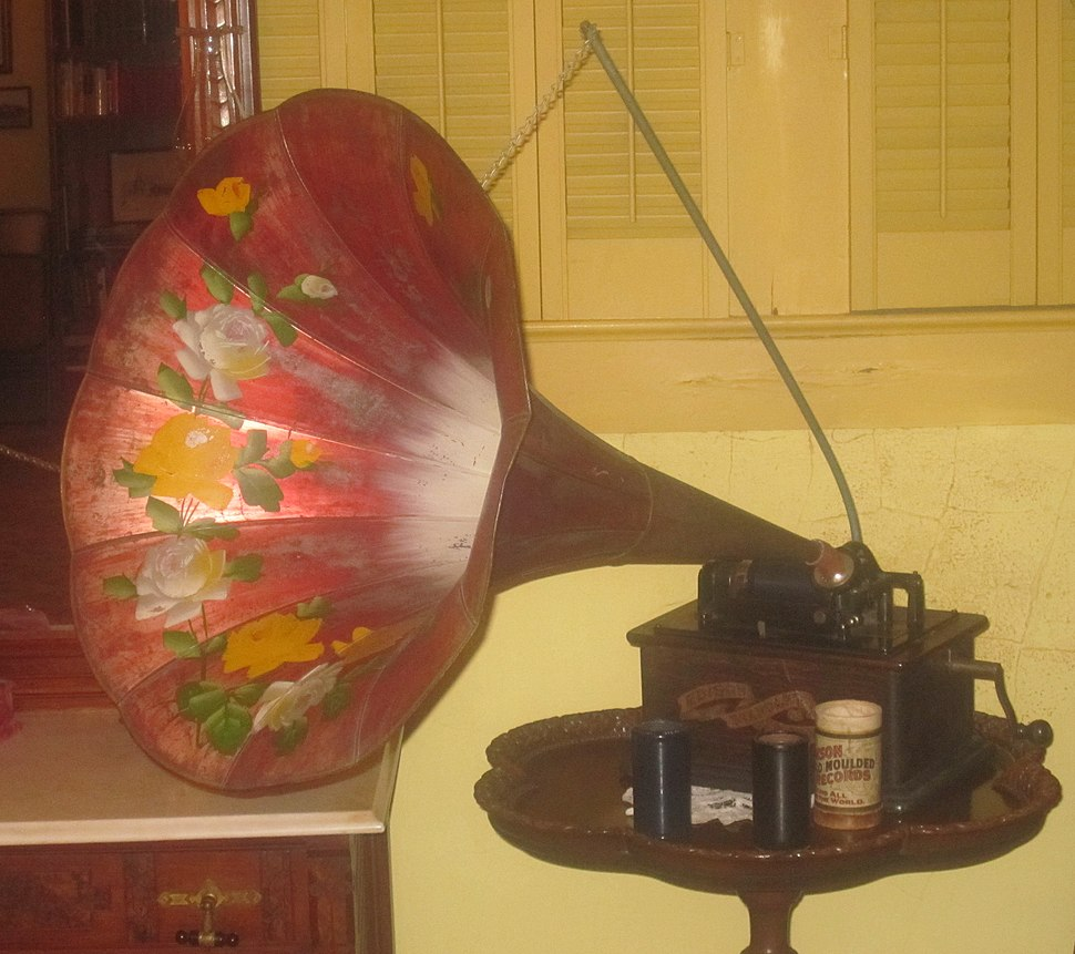 Early phonograph, Deaf Smith County Museum, Hereford, TX IMG 4857