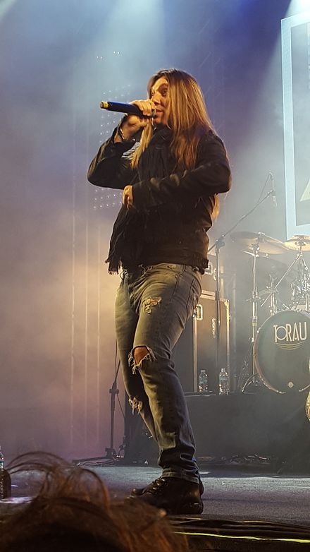 Edu Falaschi, who recorded 4 albums in Angra as lead singer Edu Falaschi at Anime Friends 2016.jpg