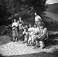 """Ekipa na poti iz bolnišnice """"Franje"""" (pri Logu v Novakih) 1954.jpg"""