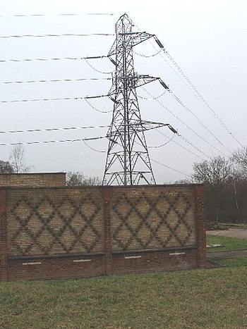 English: Electricity supply building and pylon...
