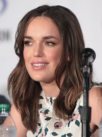 Elizabeth Henstridge - Henstridge at the 2016 Wondercon