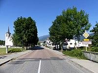 Entrée à Bourgneuf en Savoie en soirée (été 2019).JPG