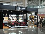 Fake and low rent brands in the Hangzhou Airport (3134465221).jpg