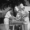 Feest in Huissen Noel de Sloovere en helpers, Bestanddeelnr 912-6560.jpg