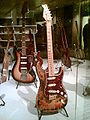 Fender Stratocaster brûlée par Jimi Hendrix et récupérée par Frank Zappa.jpg