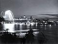 Feux d artifice de la Victoire, a Quebec le 8 mai 1945.jpg