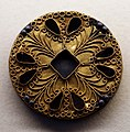 Fibule a disco in oro decorate a filigrana, di derivazione bizantina, dal tesoro di isola rizza, VI secolo 01.jpg