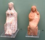 Figurine di donne sedute, da tomba a inumazione di marmaro T78, V sec ac..JPG