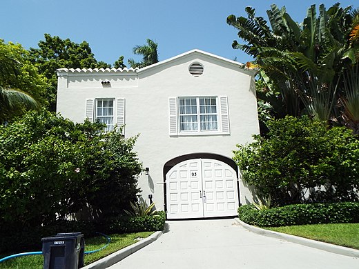 The entrance of Capone's mansion in Miami, Florida, located in 93 Palm Avenue. Capone bought the estate in 1928 and lived there until his death in 1947. Florida-Miami-Al Capones Mansion-1922-1.jpg