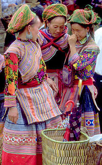 Flower hmong women bac ha vietnam 1999.jpg