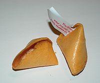 La misma galleta abierta muestra su interior
