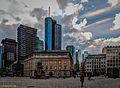 Frankfurt am Main, Deutsche Bank am Roßmarkt, davor das Gutenberg Denkmal (14181420036).jpg