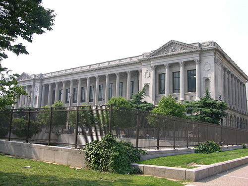 Free Library of Philadelphia Front 3008px.jpg