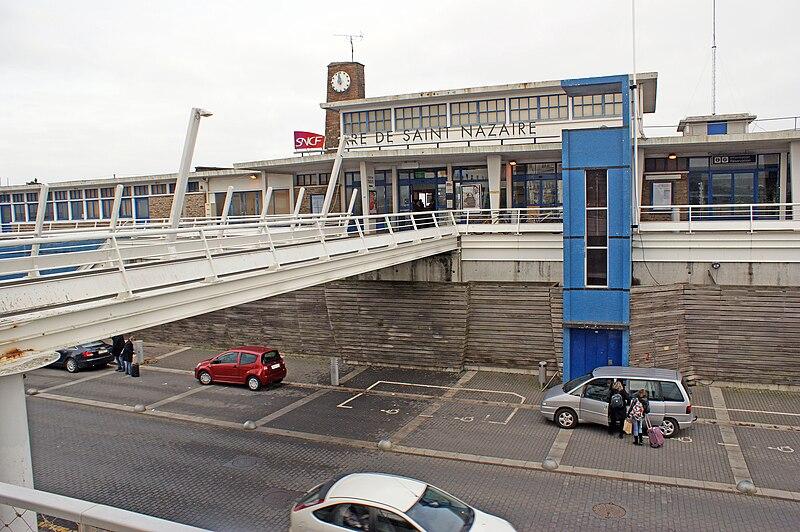 la nouvelle gare de Saint Nazaire en 2019 800px-Gare-Saint-Nazaire-BV-entr%C3%A9e-2010