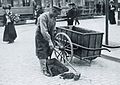 Gaturenhållning i Stockholm 1905.jpg