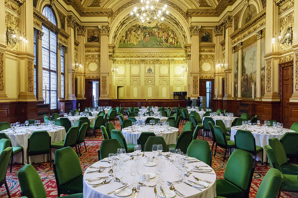 Restaurant : Glasgow City Chambers banqueting hall © User:Colin / Wikimedia Commons / CC BY-SA-4.0