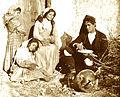 Gloeden, Wilhelm von (1856-1931) - n. 0019 - Sulla soglia - 1880s.jpg