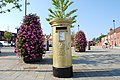 Golden post box in Hamble's High Street - geograph.org.uk - 3075797.jpg