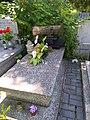Grób reżysera Zbigniewa Chmielewskiego na Starym Cmentarzu w Łodzi.jpg