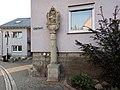 Grünsfeld bei Lange Gasse 31 Bildstock mit Pietà im Ohrmuschelstil 1646 - 2.jpg