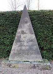 Family gravestone, Friedhof Ohlsdorf (Source: Wikimedia)