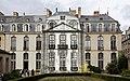 Hôtel de Blossac - Fronton du corps côté jardin.jpg