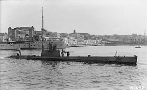 Canadian Vickers - The British H-class submarine HMS H4 at Brindisi in August 1916