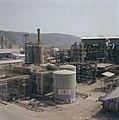 Haifa Gezicht op installaties op het terrein van een kunstmestfabriek, Bestanddeelnr 255-9337.jpg