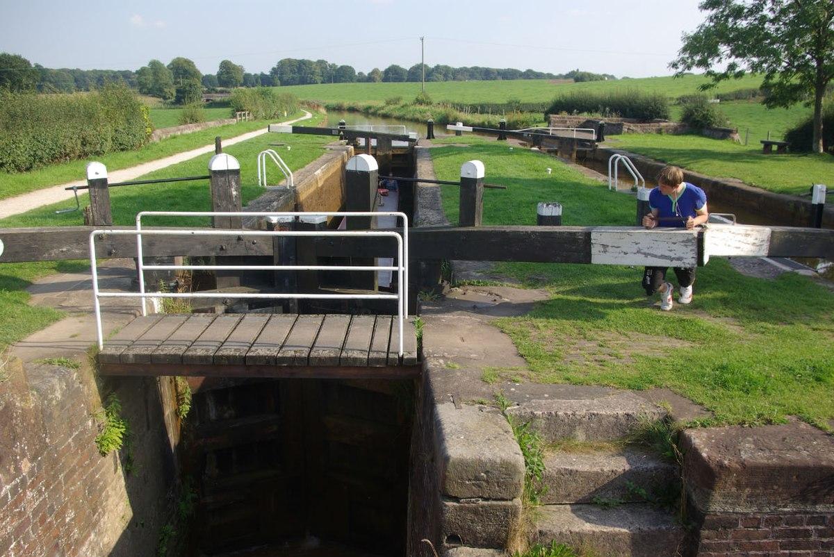 Hall's Lock, Trent & Mersey Canal, Church Lawton.jpg