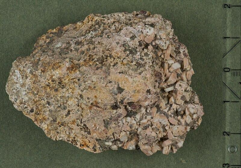 File:Hessonit wurmberg-braunlage hg.jpg