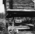 Hjørnedetaljer av det største stabburet på Lars Mattssons gård ved Egelatjsjøen, Snärra 1948 - Norsk folkemuseum - NF.05116-041.jpg