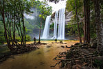 Huayluang waterfall 02.jpg