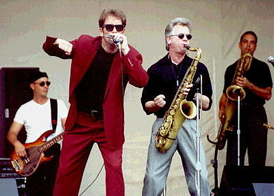 Picture of a band or musician: Huey Lewis & The News
