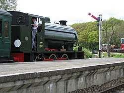 Hunslet Austerity 0-6-0ST No.WD198 Royal Engineer at Havenstreet (3499918211).jpg