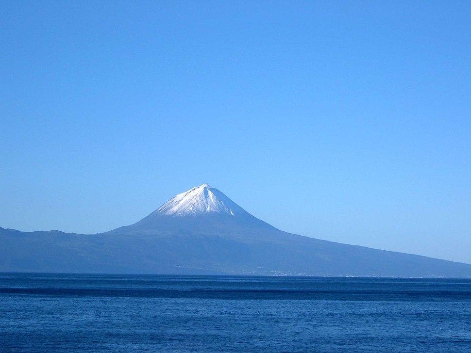 Ilha do Pico vista da Fajã Grande, Calheta, ilha de São Jorge, Açores, Portugal