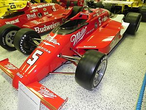 1985 Indianapolis 500 - Image: Indy 500winningcar 1985