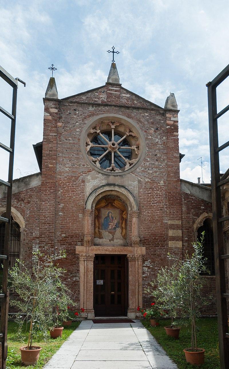 Ingresso della Chiesa di San Zeno in Oratorio.jpg