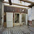Interieur smederij, kamer met bedstedewand, tijdens werkzaamheden - Alblasserdam - 20371698 - RCE.jpg