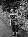 Islwyn Roberts yn bodio, 1958.jpg