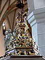 Isny Nikolaikirche Taufstein Bekrönung.jpg