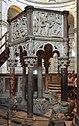 Italië-Pisa Baptisterium-Doopstoel.jpg